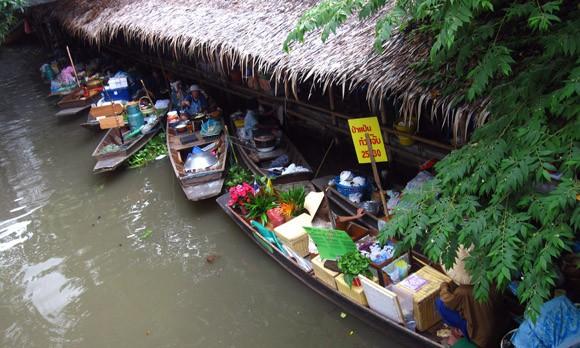latmayom-floating-market