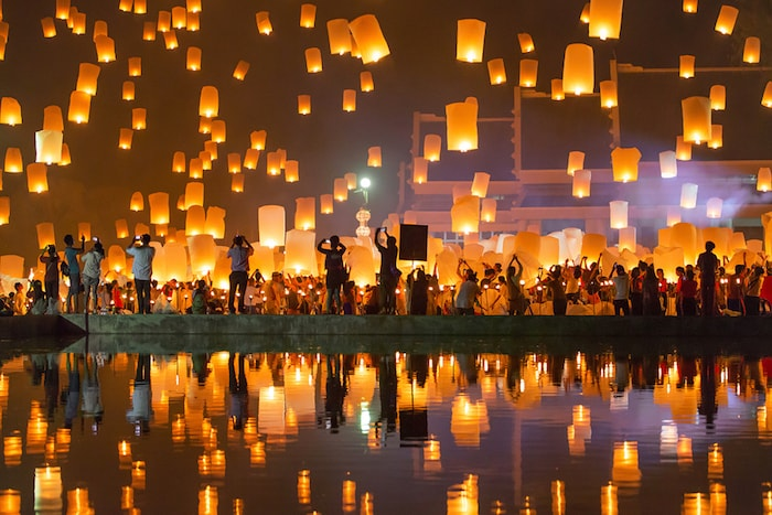 CHIANG MAI, THAILAND - NOVEMBER 8, 2014: People release Khom Loi, the sky lanterns during Yi Peng Southeast Asia Backpacking Budget